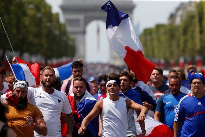 Όλοι οι Γάλλοι στο δρόμο για να υποδεχθούν τους ποδοσφαιριστές της εθνικής τους ομάδας