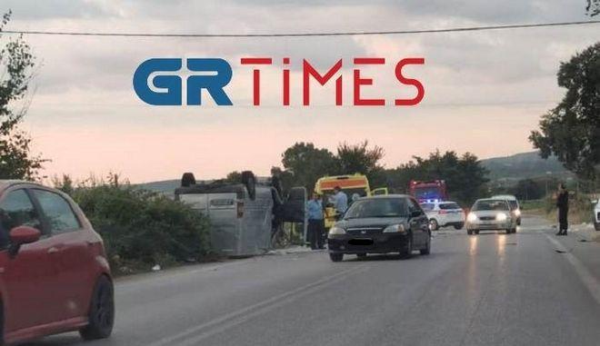 Θεσσαλονίκη: Σφοδρή σύγκρουση τρακτέρ με μίνι βαν στον Άγιο Βασίλειο - Δύο νεκροί