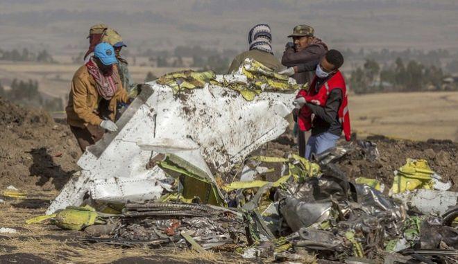 Εντοπίστηκε το μαύρο κουτί του μοιραίου Boeing, που κατέπεσε λίγο μετά την απογείωσή του, στην Αιθιοπία