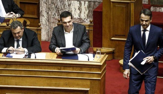 """Ο Πρωθυπουργός Αλέξης Τσίπρας στην συζήτηση της επερώτησης 13 Βουλευτών της Νέας Δημοκρατίας με θέμα:""""Πώληση Βλημάτων του Ελληνικού Στρατού Ξηράς και Αεροπορικών Βομβών της Ελληνικής Πολεμικής Αεροπορίας στη Σαουδική Αραβία με Διακρατική Συμφωνία"""" (EUROKINISSI/ΓΙΩΡΓΟΣ ΚΟΝΤΑΡΙΝΗΣ)"""