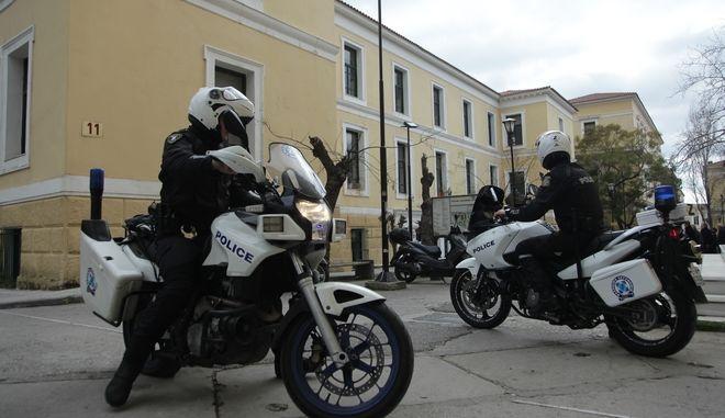 Αστυνομικοί της ομάδας Ζ στα δικαστήρια της οδού Ευελπίδων
