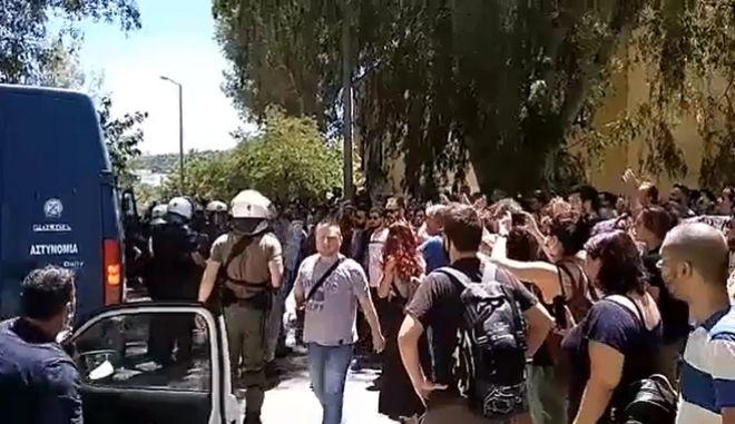 """Ευελπίδων: """"Κώστα, Νομική Αθήνας περνάς!"""" φώναξε πατέρας στον συλληφθέντα γιο του"""