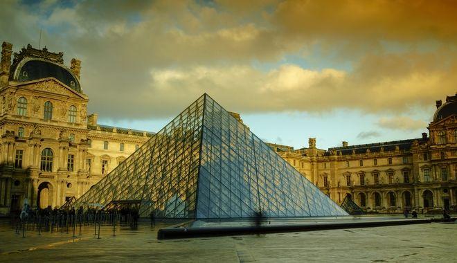Το Μουσείο του Λούβρου, στο Παρίσι.