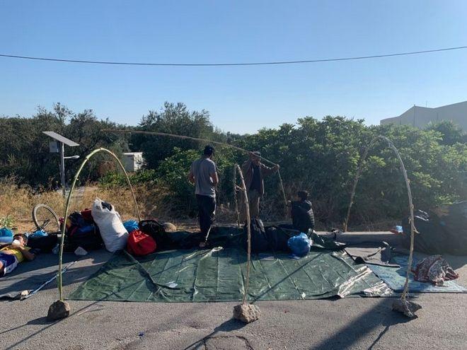 Λέσβος: Στους δρόμους διαμένουν και σήμερα χιλιάδες μετανάστες και πρόσφυγες