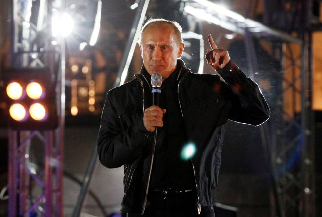 Russian Prime Minister Vladimir Putin gestures while giving a speech during his visit to a bike festival in the southern Russian city of Novorossiisk August 29, 2011. REUTERS/Ivan Sekretarev/Pool (RUSSIA - Tags: POLITICS SOCIETY TRANSPORT)