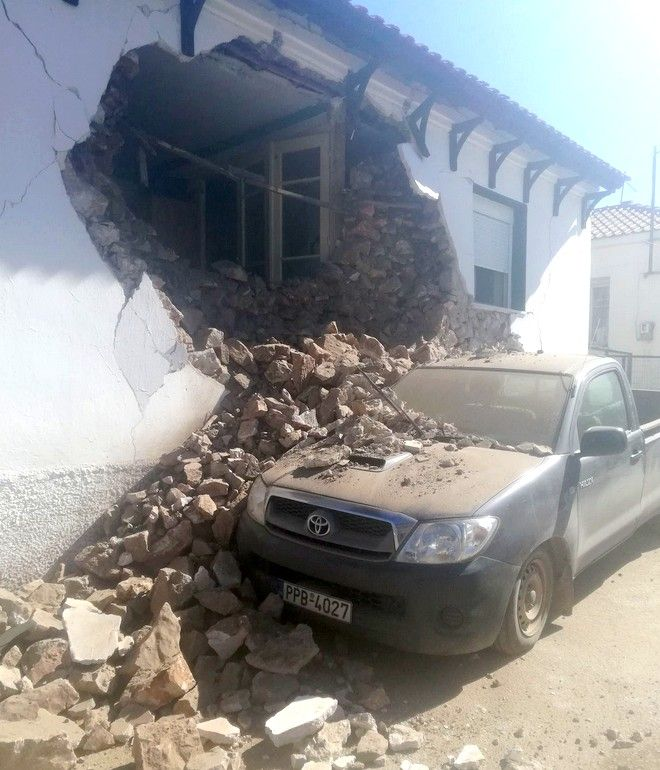 Σεισμός στην Ελασσόνα: Σε σκηνές, αυτοκίνητα και ξενοδοχεία οι κάτοικοι