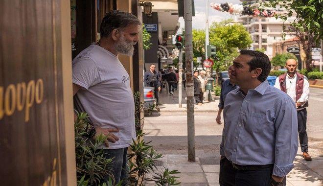 Καισαριανή: Επίσκεψη Τσίπρα σε καταστήματα εστίασης