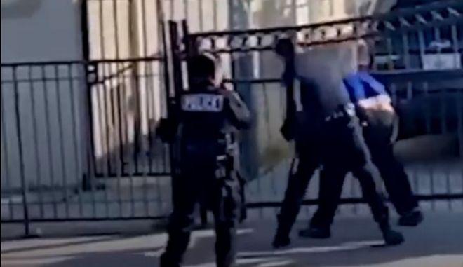 Άγριο ξύλο από αστυνομικό σε ύποπτο στο Λος Αντζελες - Τέθηκε σε διαθεσιμότητα