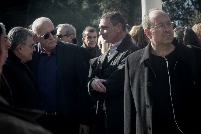 Ο Γιώργος Παπαδάκης στην κηδεία του Θέμου Αναστασιάδη