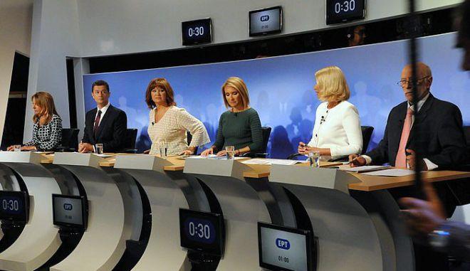 Debate: Γιατί αφού κανείς δεν το θέλει, επιμένουν σε αυτό το τηλεοπτικό προϊόν-παρωδία;