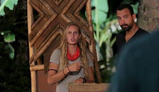 """Η Κατερίνα Δαλάκα κατά τη διάρκεια του παιχνιδιού """"Πες το αλλιώς"""" στο Survivor"""