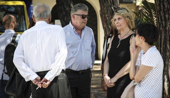 Κηδεία του δημοσιογράφου Μάνου Αντώναρου, στο Κοιμητήριο Καλλιθέας