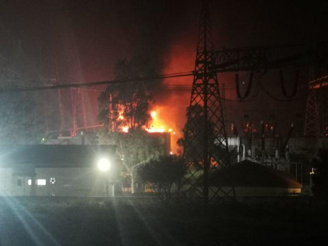 Black Out: Εικόνες από την μεγάλη φωτιά στον υποσταθμό της ΔΕΗ