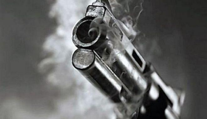 Πανικός στη Φθιώτιδα: Πρώην αστυνομικός βγήκε στο μπαλκόνι και πυροβολούσε