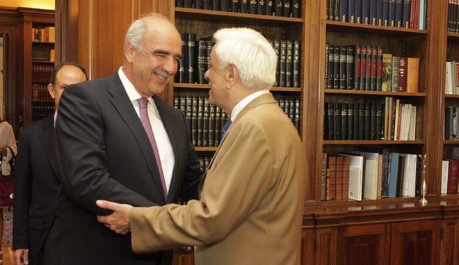 Ο Πρόεδρος της Δημοκρατίας Προκόπης Παυλόπουλος συνομιλεί με τον  Ευάγγελο Μεϊμαράκη