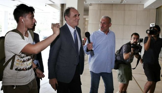 Arrival of Economy Minister Giorgos Stathakis at the Hilton for a meeting with the officials of the IMF, Athens on August 4, 2015. /         Hilton        ,   4  2015.