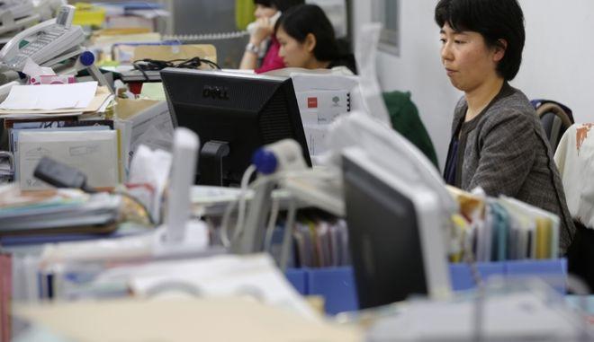 Γιαπωνέζες  εν ώρα εργασίας