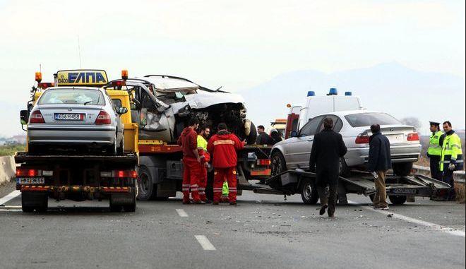 Καραμπόλα 6 αυτοκινήτων στη Θεσσαλονίκης - Μουδανίων, 3 τραυματίες