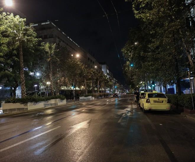 Στιγμιότυπο από την Αθήνα το βράδυ της Παρασκευής 13 Νοεμβρίου 2020