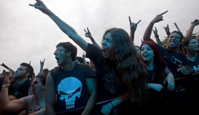 Μήνυση σε ηλικιωμένο ζευγάρι επειδή έπαιζε Iron Maiden στη διαπασών