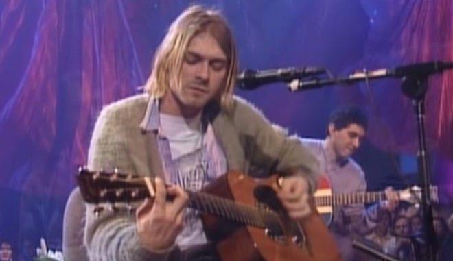 """Ο Κερτ Κομπέιν στο """"MTV Unplugged""""."""