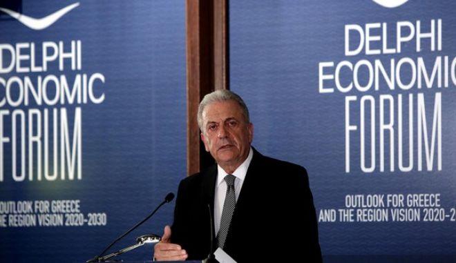 Ο Αβραμόπουλος ζητά τη συνεργασία του διαδικτύου στη μάχη κατά της τρομοκρατίας