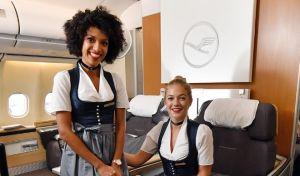 Με βαυαρικές φορεσιές το πλήρωμα της Lufthansa