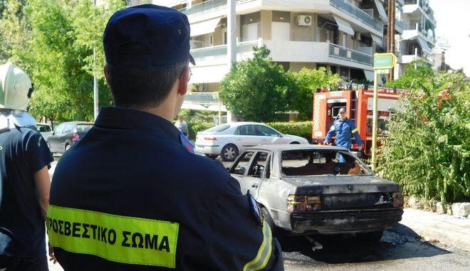 Πυρκαγιά σε ΙΧ αυτοκίνητο στη Νέα Σμύρνη