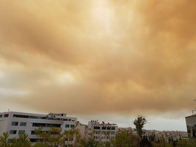 Φωτιά στην Κινέτα: Μαύρισε ο ουρανός της Αττικής