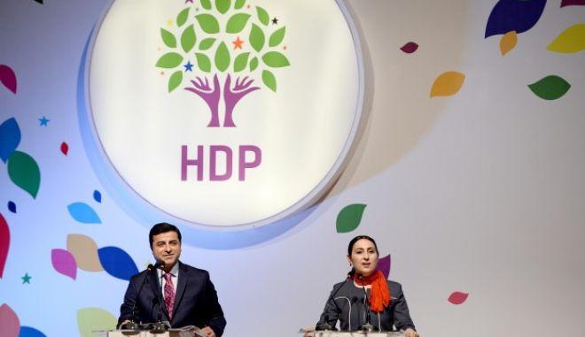 Το φιλοκουρδικό κόμμα αναστέλλει τη συμμετοχή του στην τουρκική βουλή