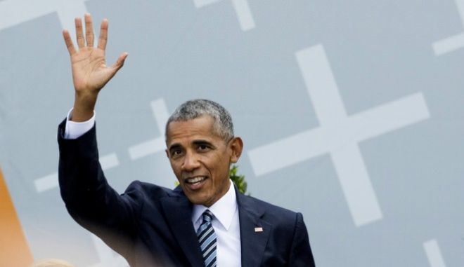 Former U.S. President Barack Obama waves to the crowd after a discussion event on democracy and global responsibility at a Protestant conference in Berlin, Germany, Thursday, May 25, 2017, when Germany marks the 500th anniversary of the Reformation. (AP Photo/Gero Breloer)