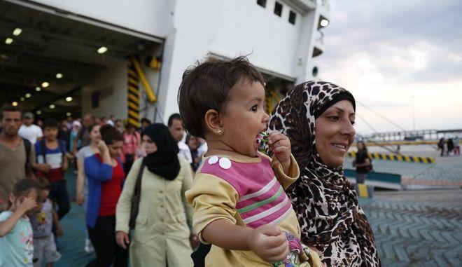 Έχουμε σχεδόν ενσωματωθεί στην ελληνική κοινωνία δηλώνει νεαρή μητέρα από τη Συρία