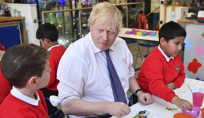 O πρωθυπουργός της Μεγάλης Βρετανίας, Μπόρις Τζόνσον στο Richard Avenue Primary School