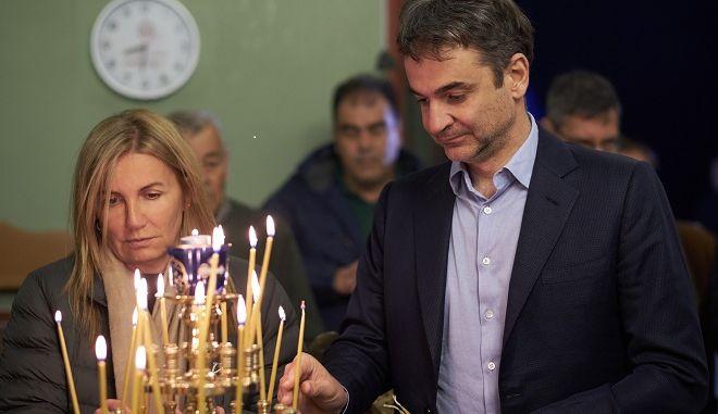 Ο πρόεδρος της ΝΔ Κυριάκος Μητσοτάκης βρέθηκε στην Τήνο όπου παρακολούθησε την λειτουργία και την περιφορά του Επιταφίου. Μ. Παρασκευή.
