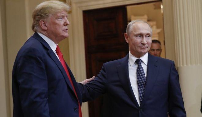 O Nτόναλντ Τραμπ με τον Βλάντιμιρ Πούτιν