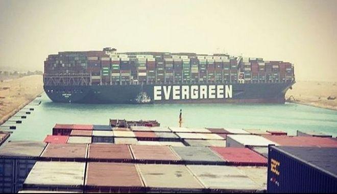Διώρυγα Σουέζ: Τεράστιο πλοίο μπλόκαρε το πέρασμα