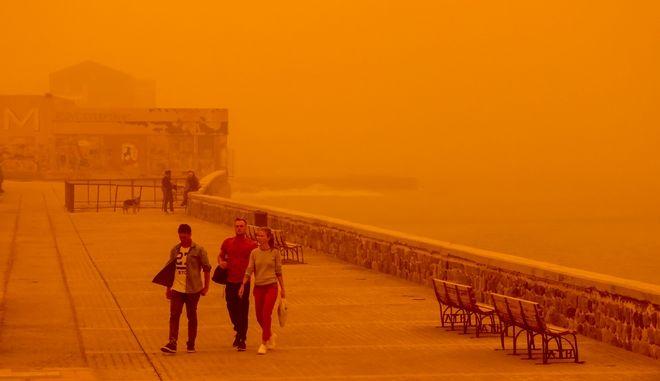 Αφρικανική σκόνη στην πόλη του Ηρακλείου (EUROKINISSI)