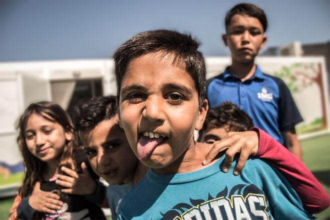 Ένας ασυνόδευτος ανήλικος από τη Συρία αποτυπώνει τη ζωή του στη Χίο