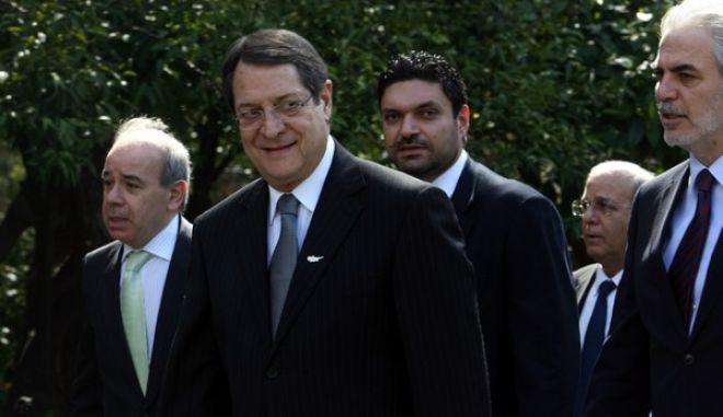 Συνάντηση του πρωθυπουργού Αντώνη Σαμαρά με τον Πρόεδρο της Κυπριακής Δημοκρατίας Νίκο Αναστασιάδη ο οποίος πραγματοποίησε εθιμοτυπική επίσκεψη στην Αθήνα την Δευτέρα 11 Μαρτίου 2013. (EUROKINISSI/ΓΙΩΡΓΟΣ ΚΟΝΤΑΡΙΝΗΣ)(EUROKINISSI/ΤΑΤΙΑΝΑ ΜΠΟΛΑΡΗ)
