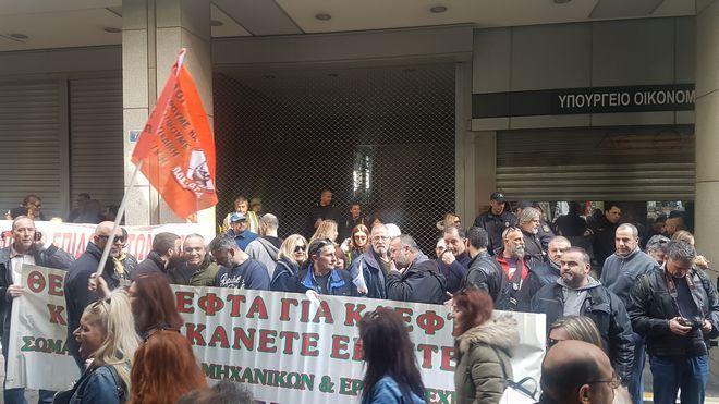 Εισβολή της ΠΟΕ-ΟΤΑ στο υπουργείο Οικονομικών - Ζητούν συνάντηση με τον Τσακαλώτο