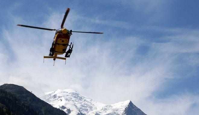 Ελικόπτερο διάσωσης επιχειρεί σε περιοχή όπου σημειώθηκε χιονοστιβάδα