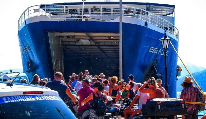 Στιγμιότυπο από επιβίβαση σε πλοίο