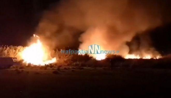 Υπό μερικό έλεγχο η φωτιά στη Ναύπακτο