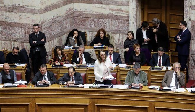 """Συζήτηση και ψήφιση επί της αρχής, των άρθρων και του συνόλου του σχεδίου νόμου: """"Επείγουσες ρυθμίσεις του Υπουργείου Μεταναστευτικής Πολιτικής"""", στην Ολομέλεια της Βουλής"""