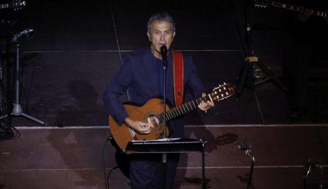 Ο Γιώργος Νταλάρας σε συναυλία στο Ηρώδειο τον Αύγουστο του 2018