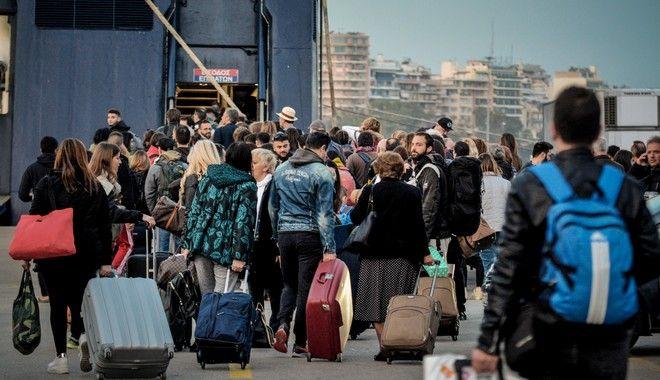 Αυξημένη η κίνηση στο λιμάνι του Πειραιά