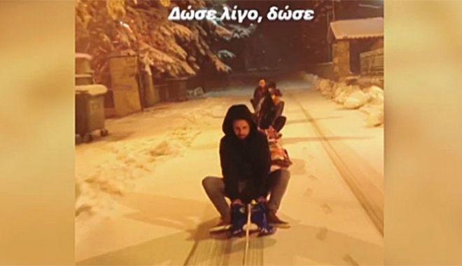 Βλάστη Κοζάνης: Μετέτρεψαν το δρόμο σε αυτοσχέδιο παγοδρόμιο