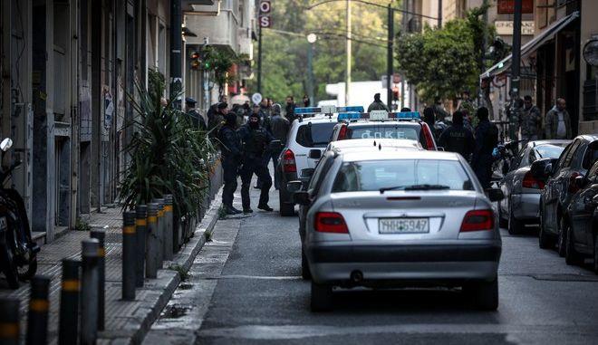 Αστυνομική επιχείρηση σε υπό κατάληψη κτίρια στην οδό Μπουμπουλίνας(φωτό) και σε ένα δεύτερο στη Ζωοδόχου Πηγής