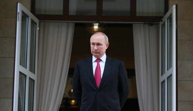 O Bλάντιμιρ Πούτιν δεν αναφέρεται μια φορά στα Pandora Papers. Το 'πνεύμα' του ωστόσο, πλανάται σε πολλούς εκ των φακέλων με τις αποκαλύψεις για τις μεθόδους που ακολουθούν οι ισχυροί, προκειμένου να γίνουν ισχυρότεροι.