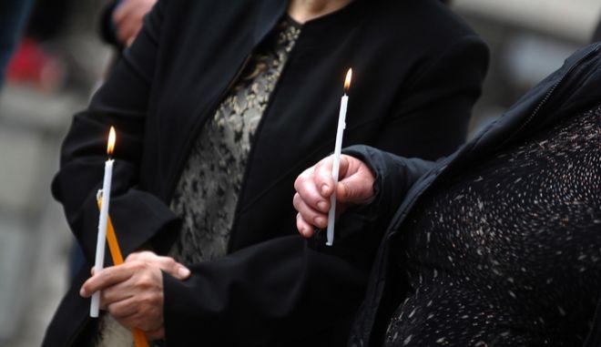 Πάτρα: Ιερέας αρνήθηκε να μυρώσει γυναίκες λόγω 'διεφθαρμένου' παντελονιού